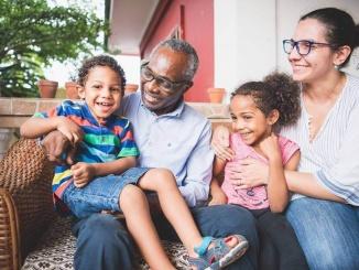 La família Olivera Arisa a casa seva a Malabo - Foto: Jan Ziegler Photography