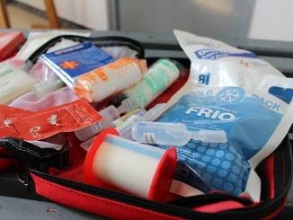 Farmaciola per portar d'excursió seguint els consells de Creu Roja - foto: YouMeKids