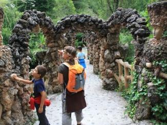Pont dels Arcs als Jardins Artigas - foto: YouMeKids