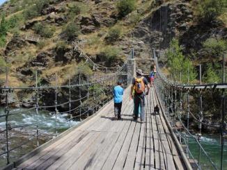 Pont penjat de Santa Caterina sobre el riu Noguera Pallaresa a Rialp - Foto: YouMeKids