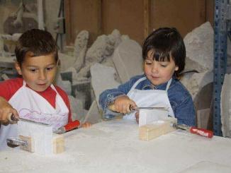 """Taller """"Toca l'alabastre"""" al Museu de l'alabastre de Sarral - Foto: YouMeKids"""