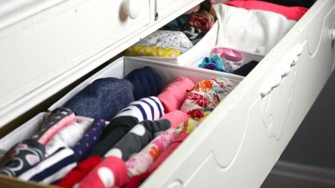Cajón con ropa doblada en vertical - Foto: Modern Mrs Darcy