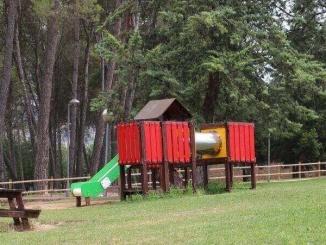 Zona de jocs del Parc del Pinell a Tremp - Foto. YouMeKids