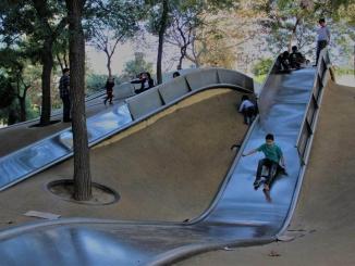 Tobogans gegants al Parc de Diagonal Mar - Foto: YouMeKids