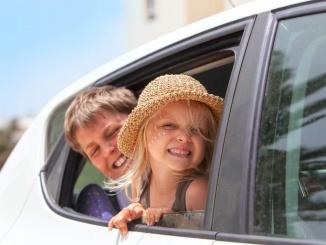 nens al cotxe