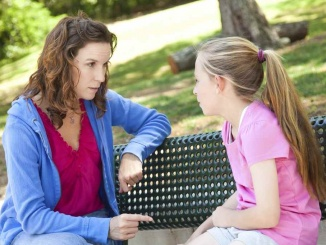 pares parlant nens