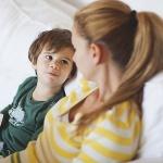 pares parlant nens petits