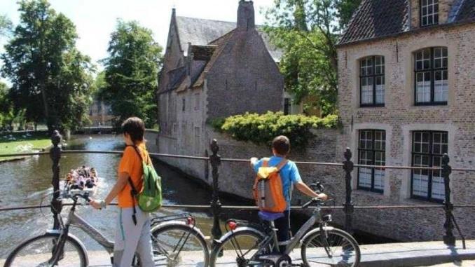 Pont d'accés al beateri a Bruges - foto: YouMeKids