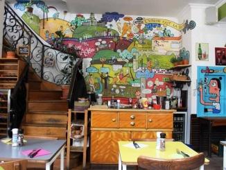 Planta baixa de Houtsiplou amb mural - foto: YouMeKids