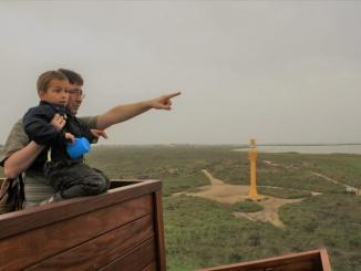 """Vistes sobre la desembocadura de l'Ebre des de la torre """"Zigurat"""" a Deltebre - Foto: YouMeKids"""