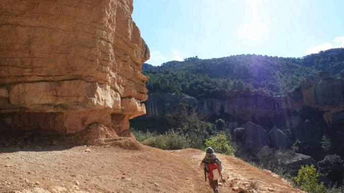 Balma amb vistes panoràmiques de camí a l'ermita de Sant Salvador a Margalef - Foto: YouMeKids