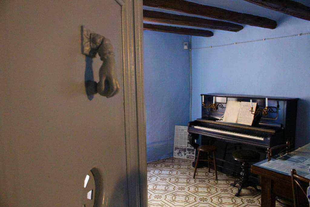 Sala de música de la Casa Nadiua de Pau Casals al Vendrell - Foto: YouMeKids