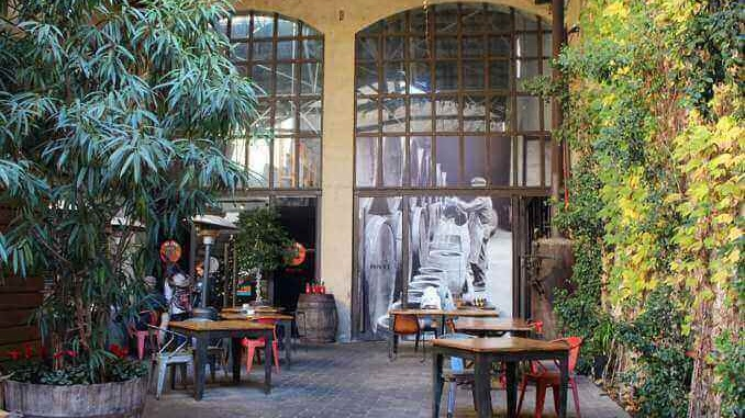 Terrassa del restaurant Vermut Rofes - Foto. YouMeKids
