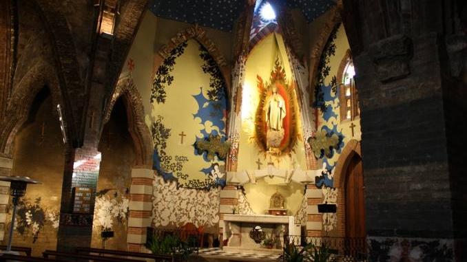 Interior de l'església del Sagrat cord de Jujol a Vistavella - foto: YouMeKids
