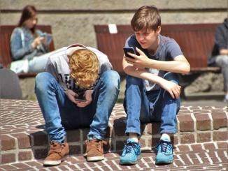 El 83,2% dels joves amb 13 anys té un smartphone segons dades del INE 2017.