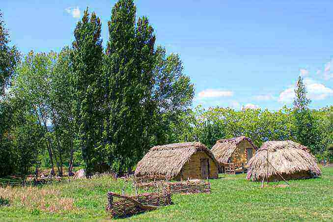 Parc neolític de la Draga a Banyoles - foto: YouMeKids