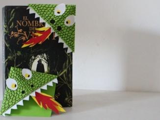 """Punt de llibre en forma de drac """"devora llibres"""" - Foto: YouMeKids"""