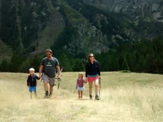 Francesc i Nele amb els seus fills de vacances a La Fontviva (Puigcerdà)