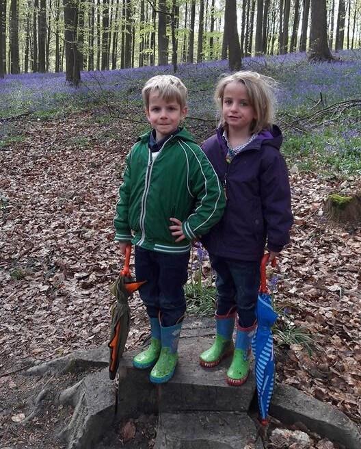 Jan i Nele al bosc Hellebos a Flandes.