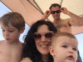Elisabet Valls amb en John i els seus fills Xavier i James a Avalon,  New Jersey
