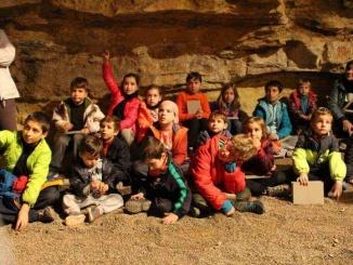 Taller de prehistòria a la cova de l'Espluga de Francolí - foto. YouMeKids