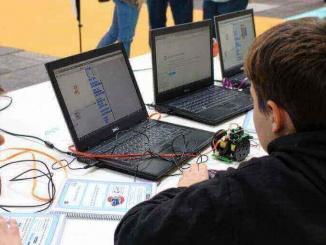 Alumnes de l'escola Carrilet de Palafrugell programant en Scratch al YoMo 2017 - Foto: YouMeKids