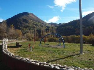 Zona de jocs infantils ubicada a 500 metres de làrea - Foto. YouMeKids