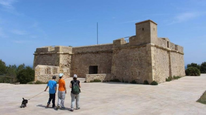 Castell de Sant Jordi d'Alfama - Foto: YouMeKids