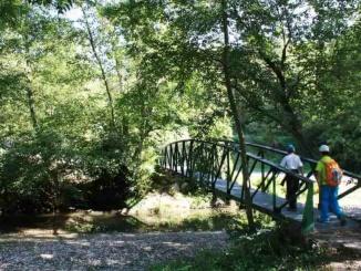 Pont sobre el riu Merdàs al seu pas per l'àrea de pícnic de la font de Querol - Foto: YouMeKids