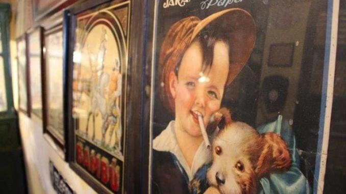 Cartell a l'estanc de la botiga museu a salàs de Pallars - foto: YouMeKids