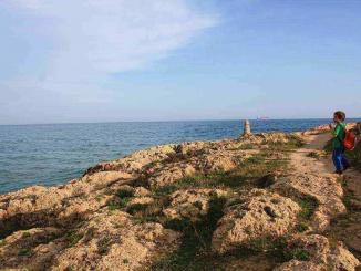 Camí entre platja de l'Arrabassada i la Savinosa a Tarragona - foto: YouMeKids