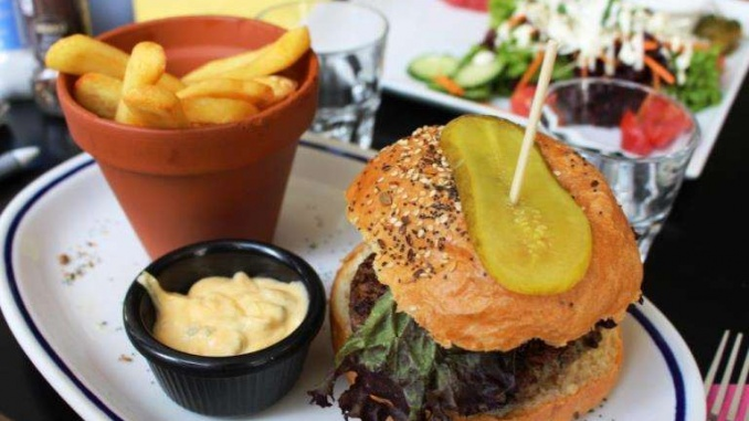 L'especialitat de la casa: hamburgueses - Foto: YouMeKids