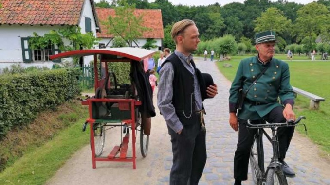 Polícia i esmolador de ganivets a Bokrijk - Foto: YouMeKids