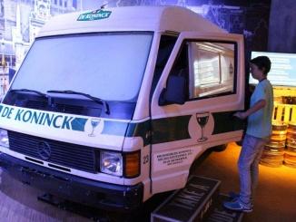 """""""Take a ride"""" i descobreix la ciutat d'Anvers des d'una furgoneta que transporta cervesa - Foto: YouMeKids"""
