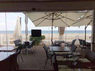Vistes a la platja des del menjador del restaurant Eclipse a Miami Platja - Foto: Família Cabanes López