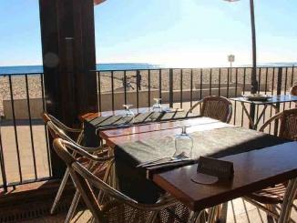 Restaurant Vil·la Pau Casals a la platja de Sant Salvador - Foto: YouMeKids
