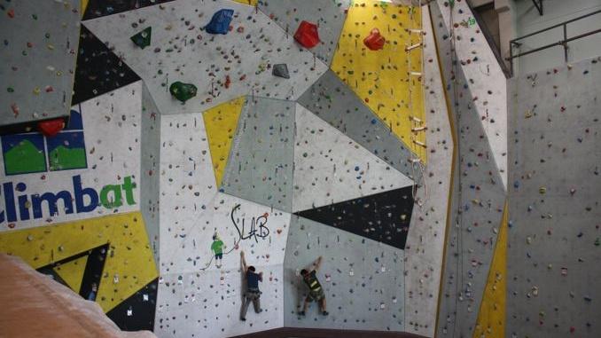 Parets d'escalada del Climbat Slab Reus - Foto: YouMeKids
