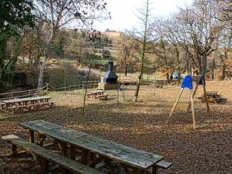 Àrea de pícnic amb parc infantil a Sant Climenç de Pinell - Foto: YouMeKids