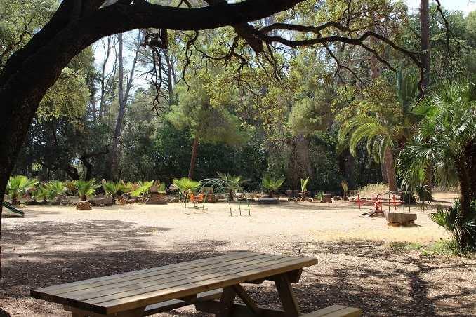Àrea de pícnic del Parc Samà amb zona de jocs - Foto: YouMeKids