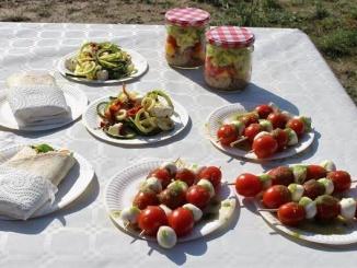 Pícnic de fajitas vegetals, brotxetes caprese, amanida de quinoa en pot i espaguetis de carabassó - Foto: YouMeKids