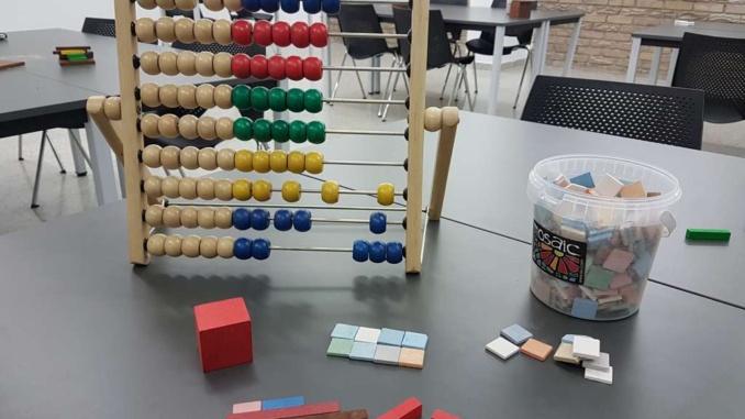 L'àbac, les regletes o el mosaic són alguns dels  recursos didàctics per convertir les matemàtiques en un joc - Foto: YouMeKids