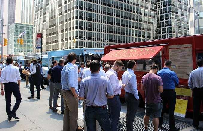 Food trucks a la 6th avenue de Nova York - foto: YouMeKids
