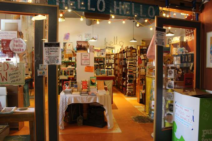 llibreria Hello Hello Books ubicada a la cafeteria Rock City Coffee