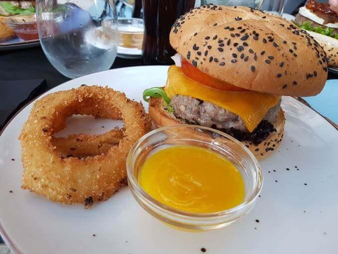 Burger Mediterrània amb salsa de mel i mostassa Escape Burger